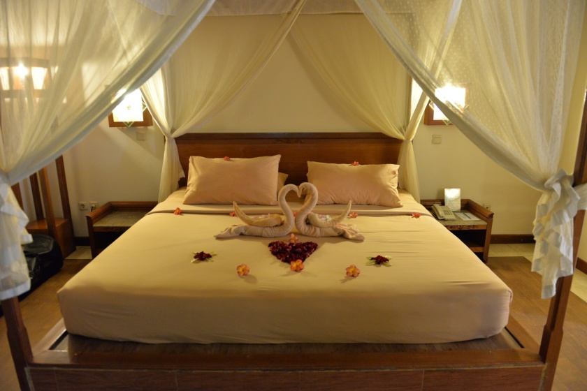 kuta-lagoon-resort-bed
