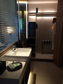 courtyard-by-marriott-bali-bathroom
