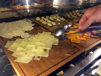 courtyard-by-marriott-bali-cheese