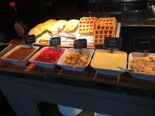 courtyard-by-marriott-bali-western-breakfast