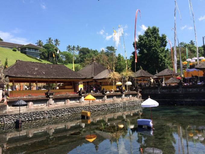 huge-pond-in-pura-tirta-empul