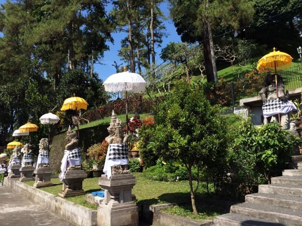 Tirta Empul Statues.JPG