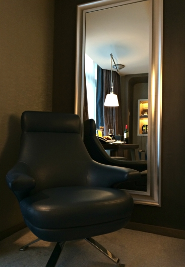 royal-plaza-hotel-chair