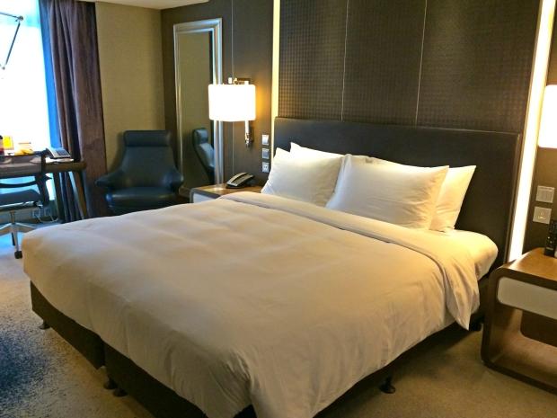 royal-plaza-hotel-king-bed