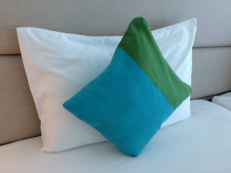 lime-hotel-pillows