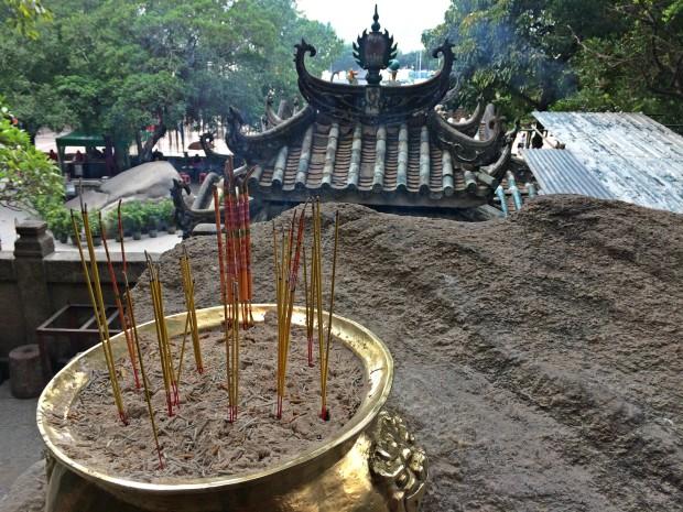 macau-a-ma-temple-incense