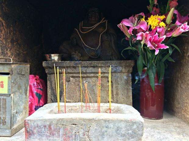 macau-a-ma-temple-offerring