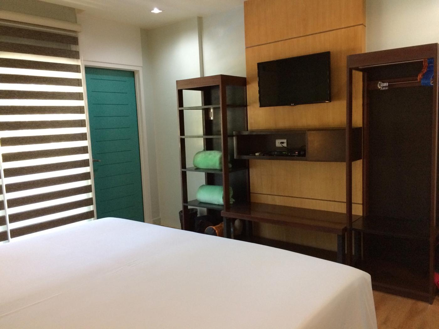 Sea Cocoon Hotel Shelves