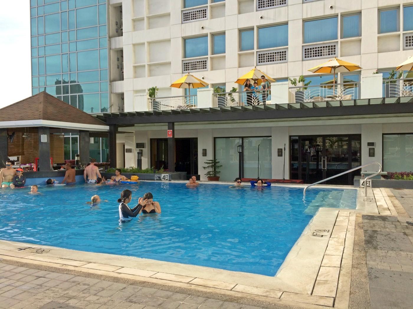 Pool Quest Hotel